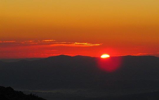 Wschód słońca z Babiej Góry. Godzina 6.33.