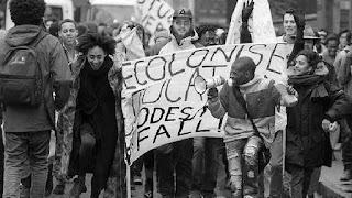 Desde su nacimiento en el siglo XI, las universidades han sido para Occidente el oasis del debate abierto, la fortaleza que protege la libertad de cátedra, la cancha de la confrontación de ideas. Pero en los campus anglosajones algo está cambiando. La mordaza de la corrección política provoca en Estados Unidos y el Reino Unido actos de censura y vetos a conferenciantes. También se registran intentos de retirar estatuas de mecenas de antaño, repudiados ahora por los alumnos en una discutible revisión de la historia con gafas contemporáneas.