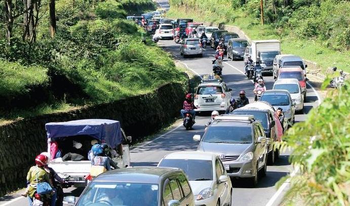 Tahun Baru di Jabar: Jalur Puncak Ditutup, Hotel Di Lembang Penuh