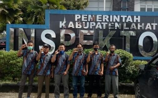 Merasa Diberhentikan Sepihak, 8 Perangkat Desa Pulau Panggung Lapor ke Inspektorat