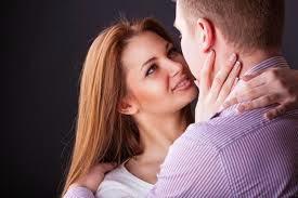 71b57dcf500e9 ... المرأة أسعد كائن على وجه الأرض فهى تشعربالأمان حينما يقبلها زوجها وتقول  فى فرارة نفسها انها هى الوحيده التى تملك قلبه وعقله .