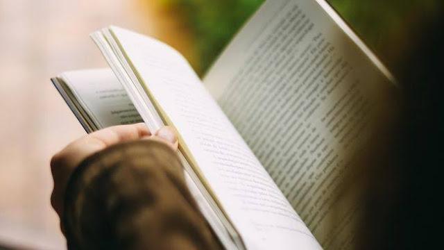 15 Manfaat Membaca Buku dalam Kehidupan