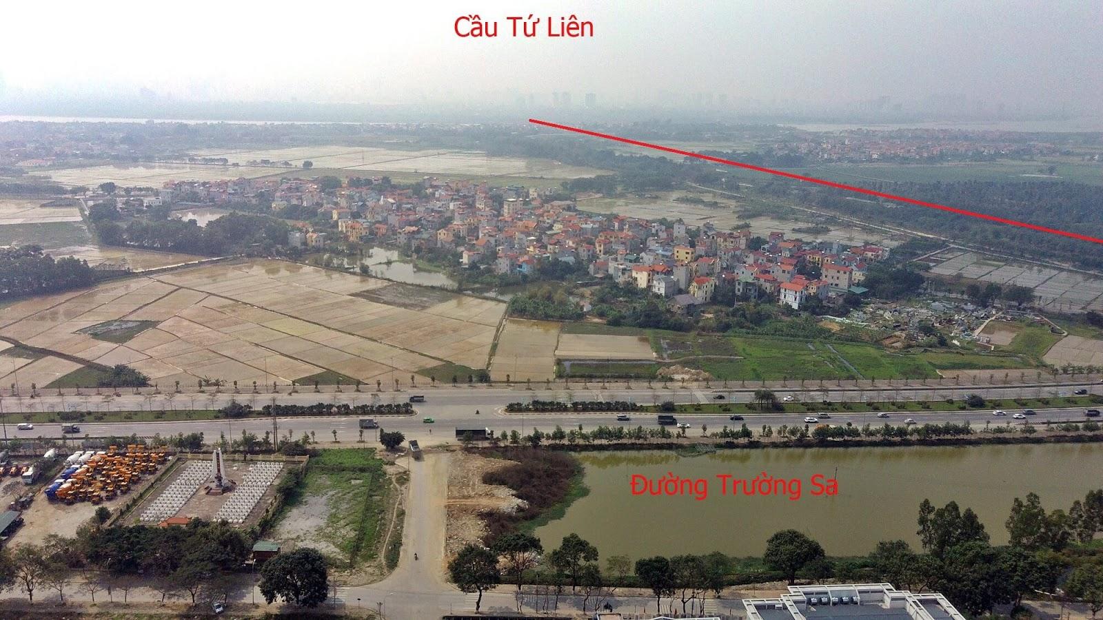 Đường dẫn cầu Tứ Liên chạy song song với sông Ngũ Huyện Khê.