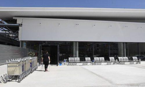 Οι περιορισμοί που έχει επιφέρει η πανδημία έχουν ως αποτέλεσμα την κάθετη πτώση στη διακίνηση επιβατών από τα ελληνικά αεροδρόμια.