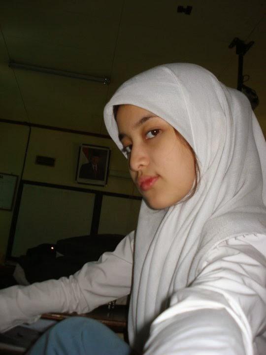 Bokep indonesia terbaru wanita berjilbab ukhty sholeha mengemut kontol akhi wwwngentotyuksayangcom - 4 2