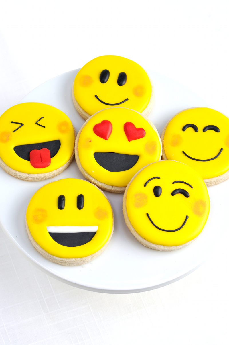 Emoji Party Cookies and Cupcakes - via BirdsParty.com