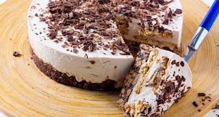 Semifrio de chocolate com base de salame de chocolate