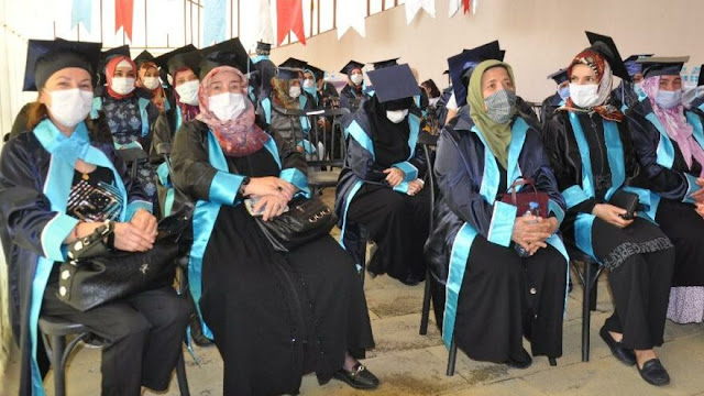 The graduation ceremony of 45 women who received literacy training in the women's social life centers of Maltepe Municipality was the scene of colorful moments.