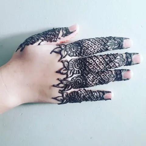 dense-mehndi-for-fingers