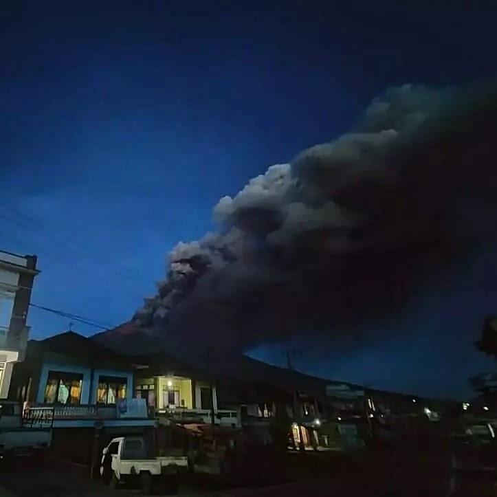 gunung kerinci erupsi abu tebal