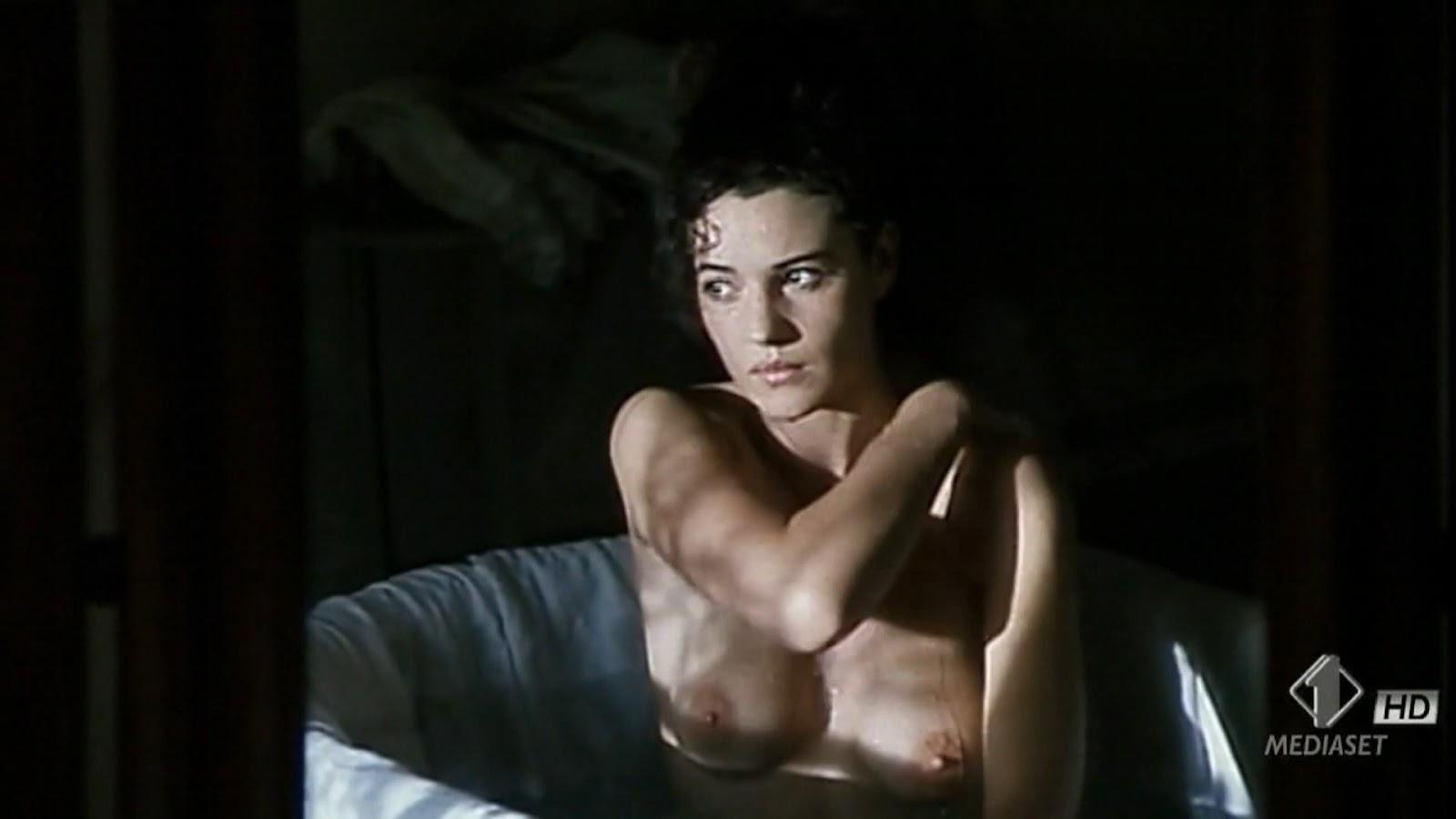Monica Bellucci Nua 1994 - Tomates Podres-4836
