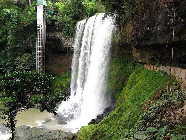 Toàn cảnh thác Dambri
