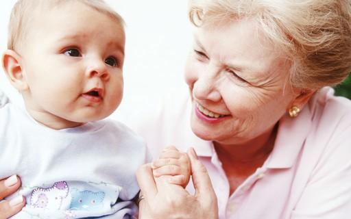 Sogra muda nome de neto secretamente enquanto mãe se recupera de cesariana
