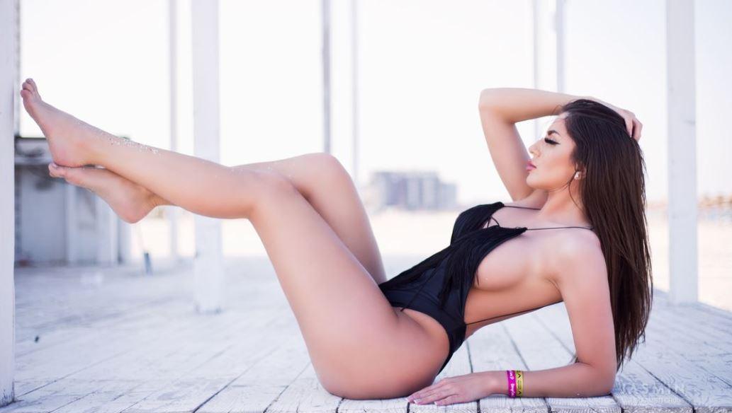 JuliaAmbitchous Model GlamourCams