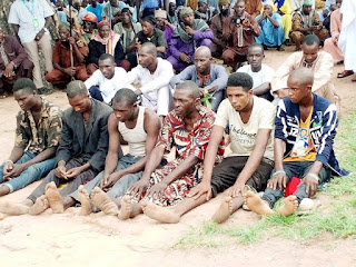 Police in Taraba receives kidnappers from Miyyetti Allah hands.