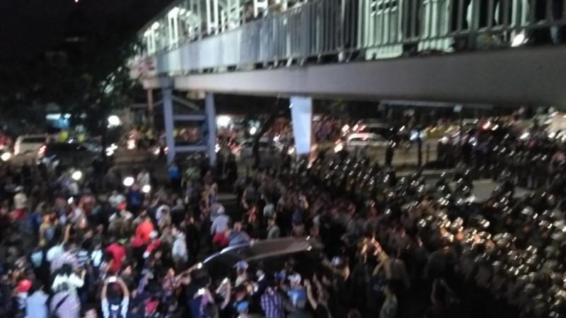 Massa pendukung Ahok di PT DKI