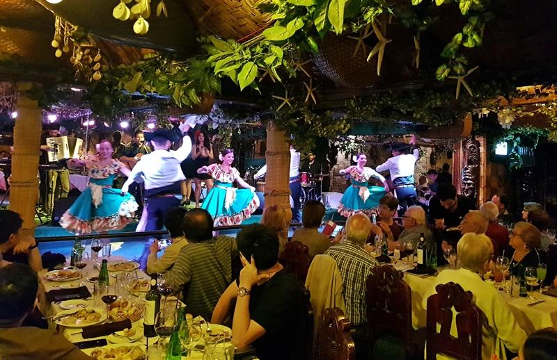 Bali Hai Santiago: Jantar com show folclórico