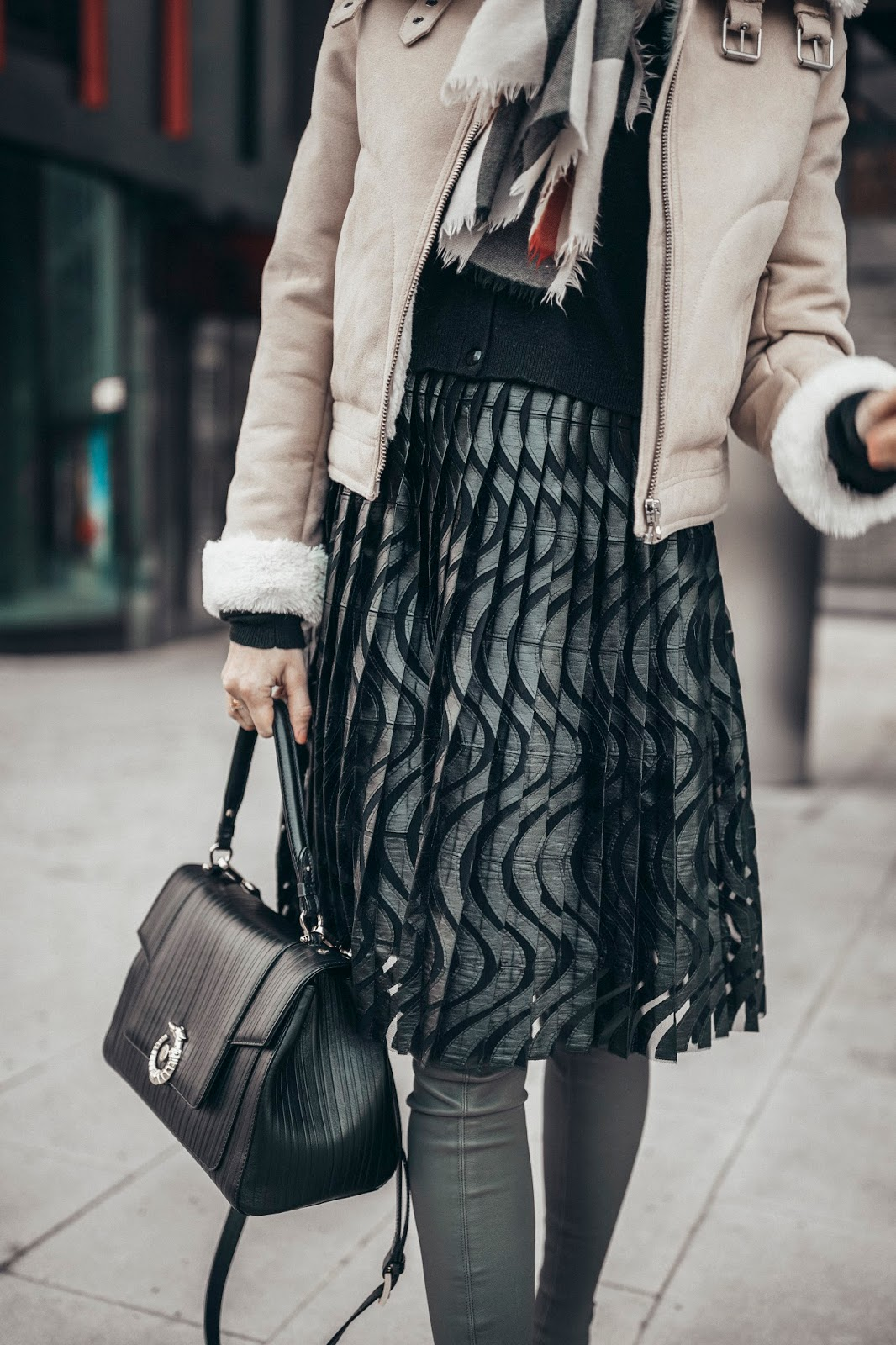 trussardi black pleated midi skirt outfit