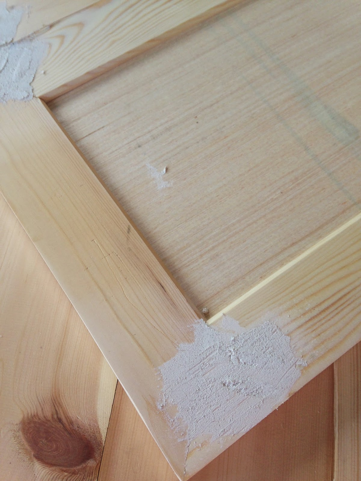 White Wood : DIY shaker doors