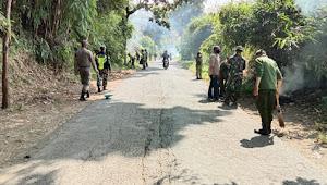 Kampanye Kebersihan Lingkungan, Kolonel Hudiono Libatkan Warga Bersihkan Jalan Raya Pacet