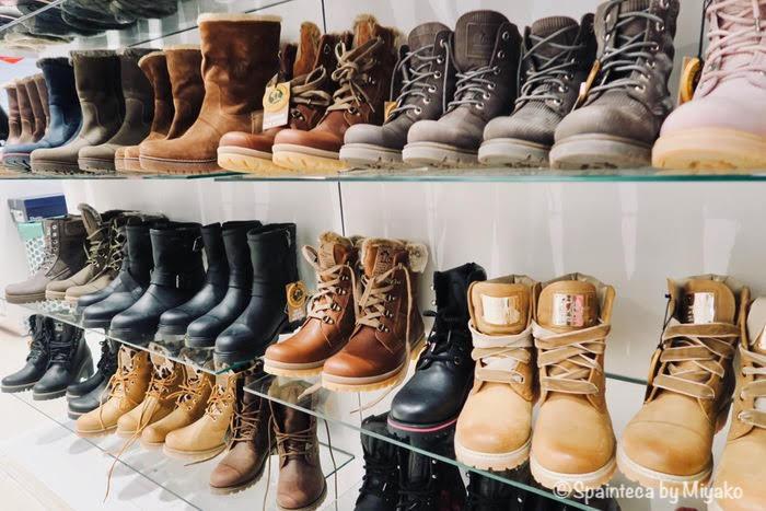 冬の観光に便利なひも靴タイプのブーツ
