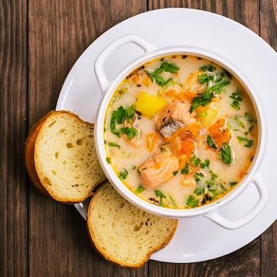 Fińska zupa z łososia - Lohikeitto