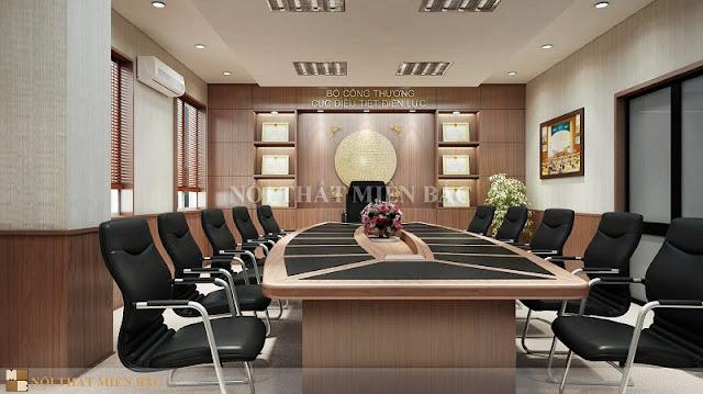 Bộ bàn ghế phòng họp được thiết kế một cách độc đáo với gam màu hài hòa, chiếc bàn gỗ mang phong cách độc đáo với những đường vát bắt mắt mang đến cho không gian nét đẹp thẩm mỹ