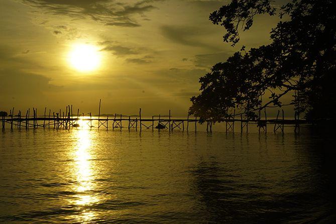Pemandangan sunrise kala pagi di Pantai Batu Putih Cottage Karimunjawa
