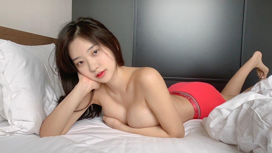 Shin Jae Eun Vẻ đẹp vừa ngây thơ vừa phồn thực khó đỡ