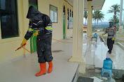 Bhakti Brimob Aceh Untuk Masyarakat Menyemprotkan Disinfektan Antisipasi Covid-19