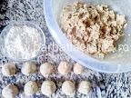 preparare reteta crochete de peste cu cartofi - formarea bilutelor