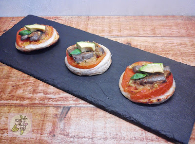 Hojaldres mini pizza de tomate. Veganos