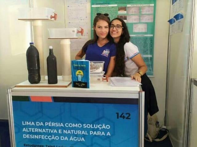 Estudante Livramentense utiliza lima-da-pérsia para desinfecção de água