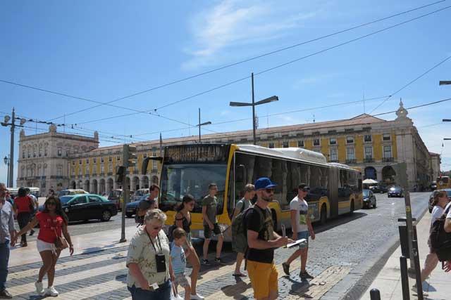 Bus in Praça do Comércio