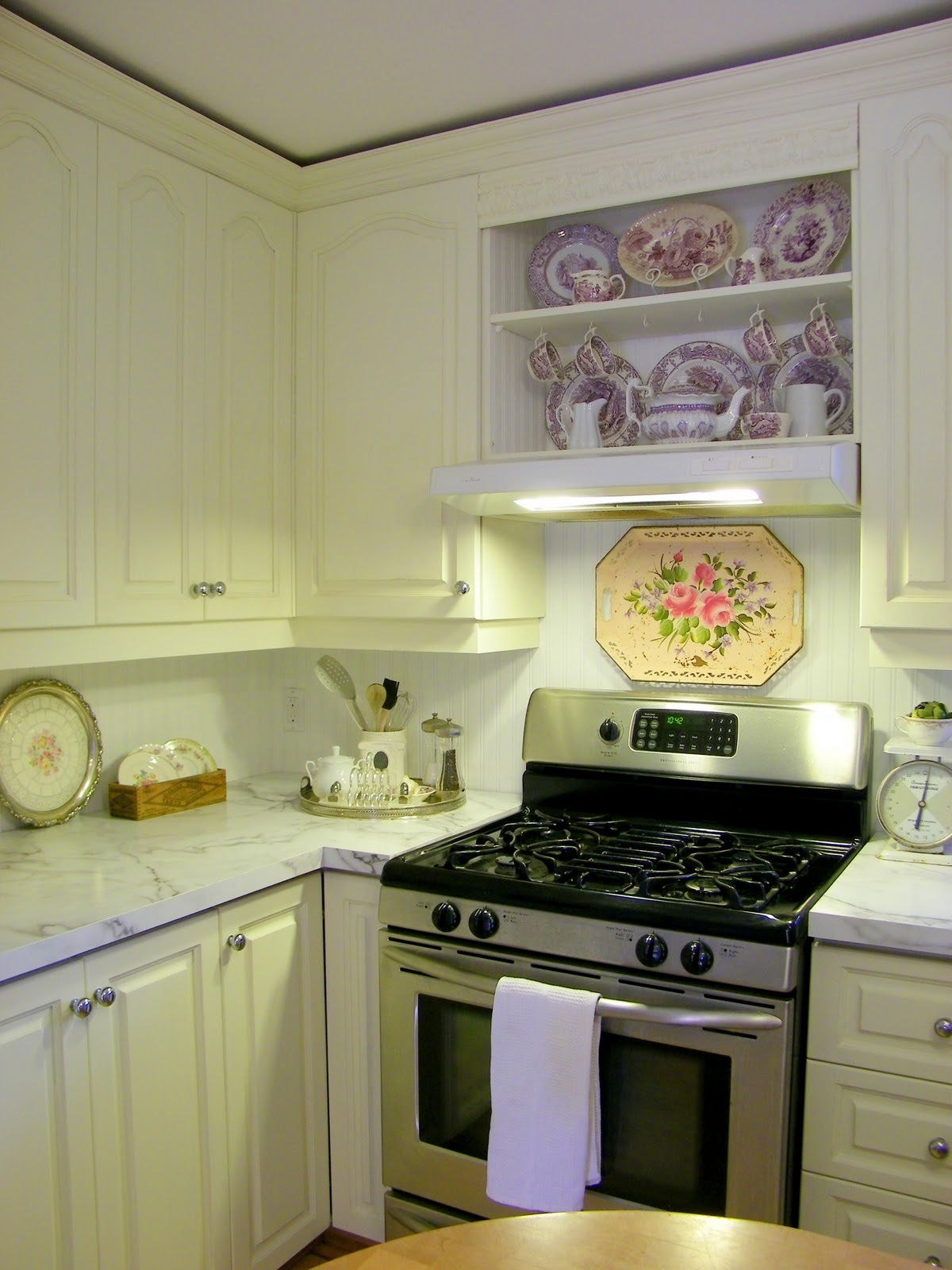 Maison Decor: Painting Kitchen Cabinets with Chalk Paint ...