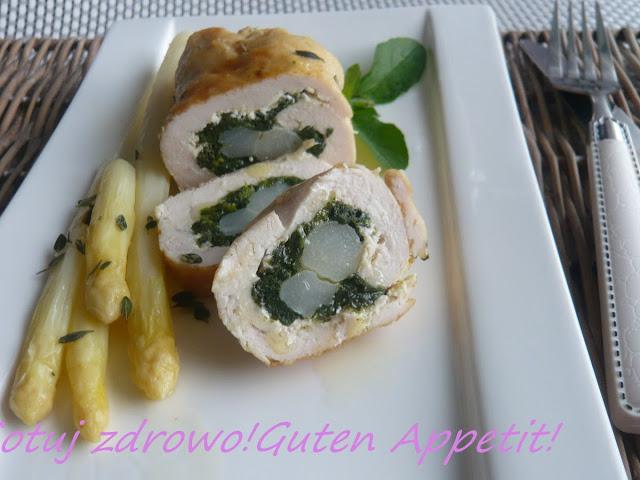 Roladki z kurczaka ze szpinakiem i szparagami - Czytaj więcej »