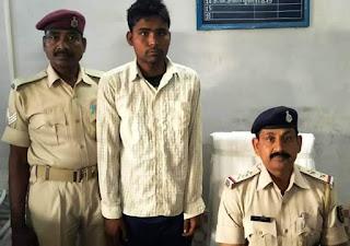नरकटियागंज रेलवे स्टेशन पर चोरी की योजना बनाते, एक गिरफ्तार, एक फरार