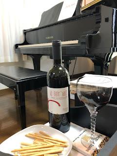 ピアノの音楽と高級な赤ワインがピッタリです。