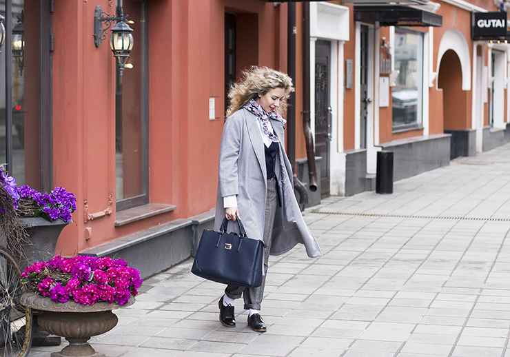 margarita_maslova_grey_coat_pants_white_socks6
