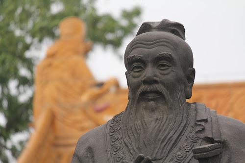 Estátua de Confúcio na cidade de Nanquim, China