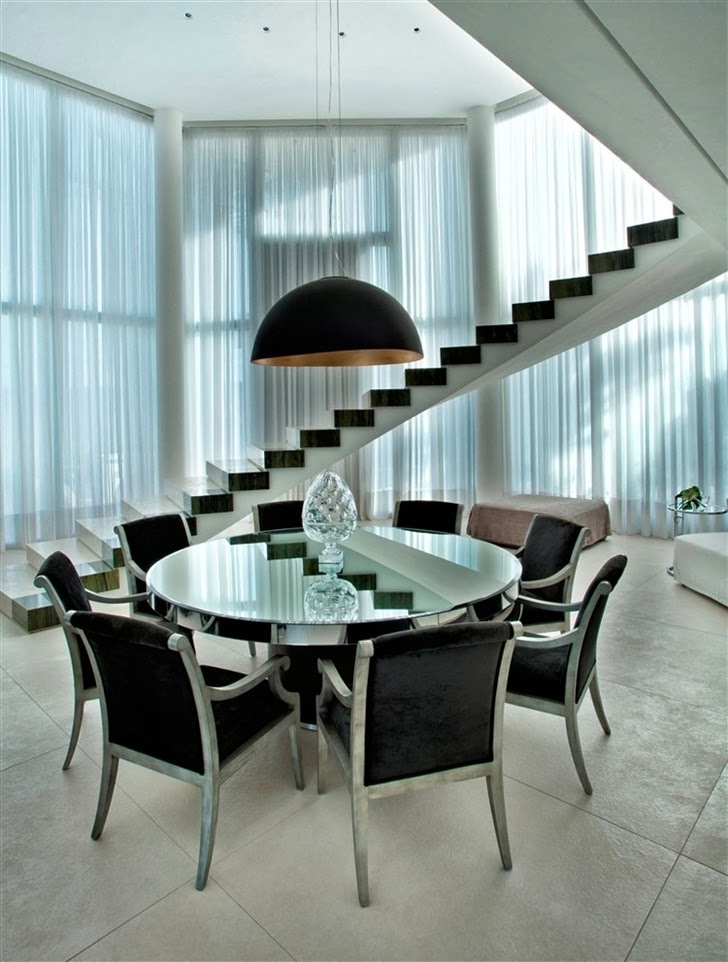 Round dining table in Dream home by Pupo Gaspar Arquitetura