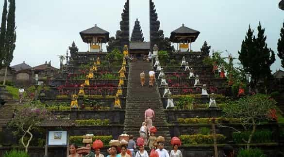 Pura Besakih tempat wisata di Bali yang paling menarik