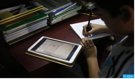 """""""مدراستنا فدارنا"""" حملة تضامنية لتزويد التلاميذ المعوزين بلوحات رقمية للحد من الهدر المدرسي"""