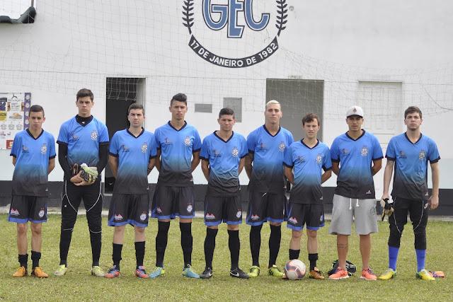 Sub-20 do Grêmio com novo uniforme de passeio