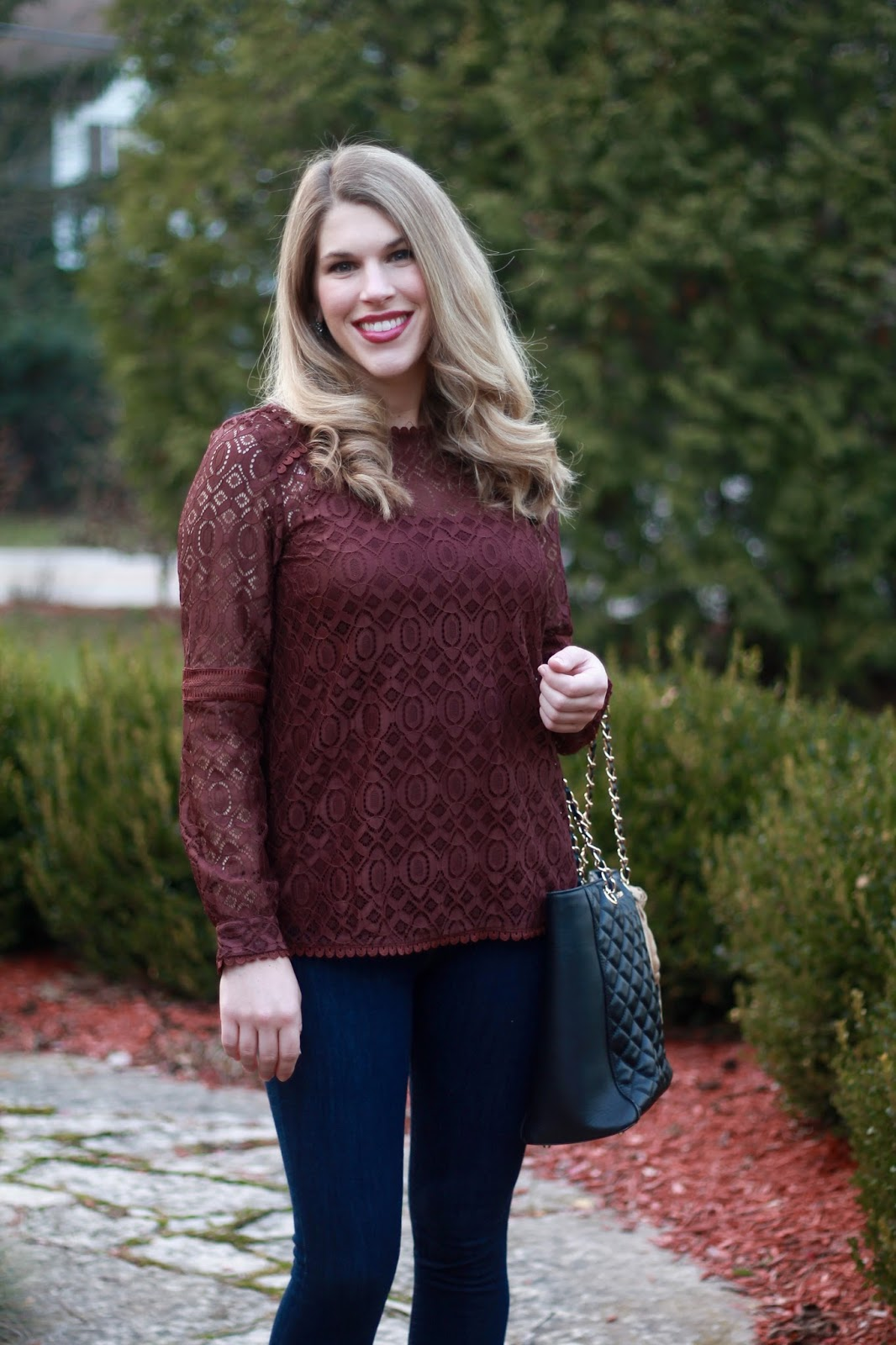PinkBlush burgundy lace top, dark skinny jeans, black heels, black quilted tote, casual holiday outfit
