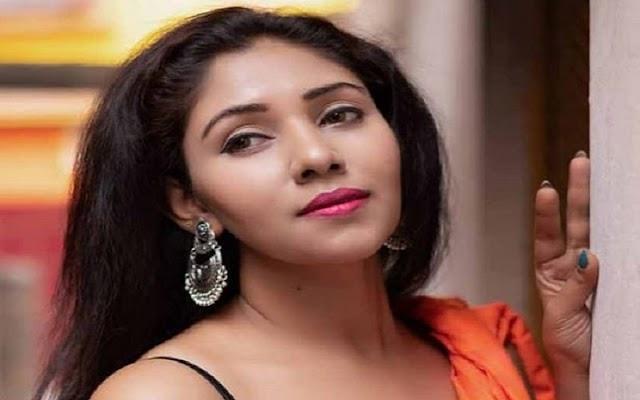 ரசிகர்களை கிறங்க வைக்கும் நடிகை ரிட்ஸ் ஏஞ்சலா புகைப்படம் !