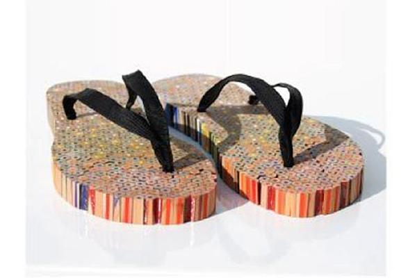 обувь из цветных карандашей