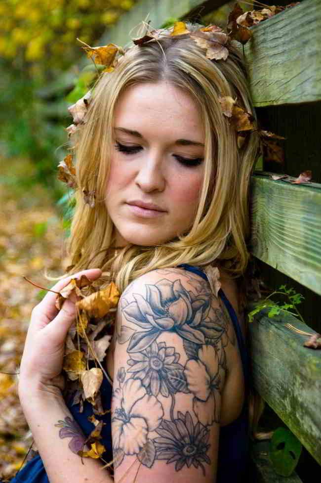 tatuaje de girasol para mujere en el hombro