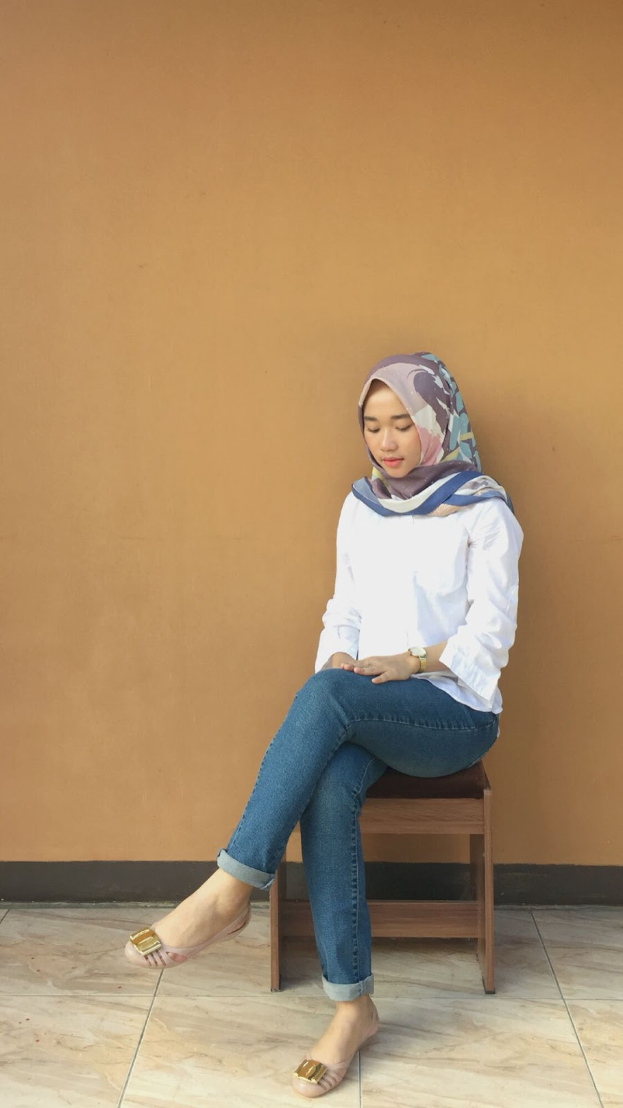 wallpaper hijab keren mahasiswi manis