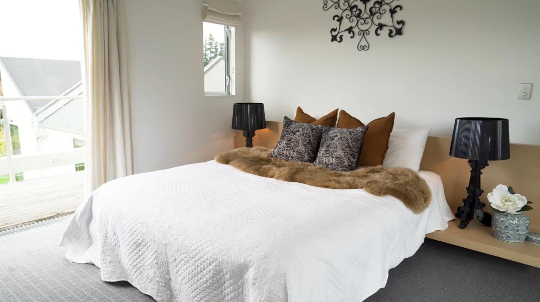 20 Photos vs. 8 Elderberry Crescent, Wanaka, New Zealand Home Tour Interior Design